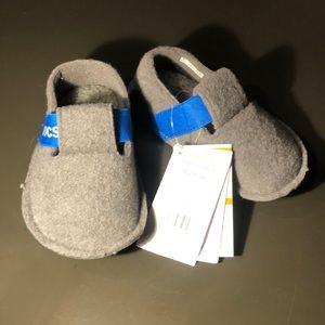 CROCS Shoes - NWT Crocs Kids' Classic Slippers